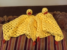 It has pretty much been decided in our house that all new babies need a duck blanket - You must admit you'd kinda like one too! Pattern at https://nikkidwright.wordpress.com/2009/02/11/fast-easy-crochet-baby-gift/