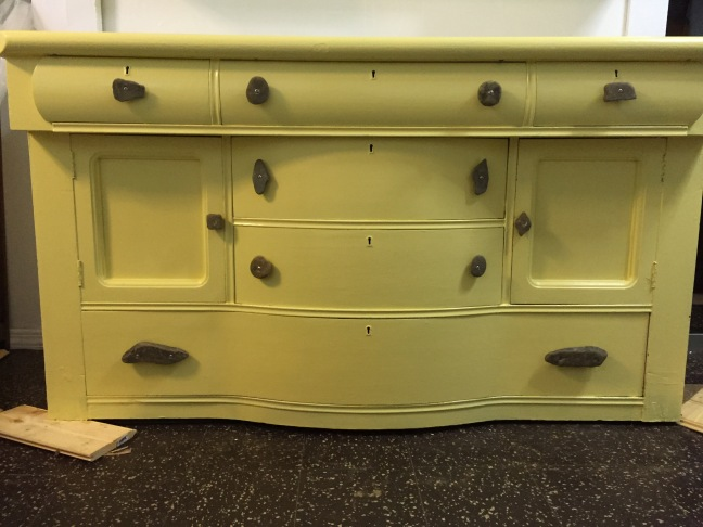 hutch with knobs and handles